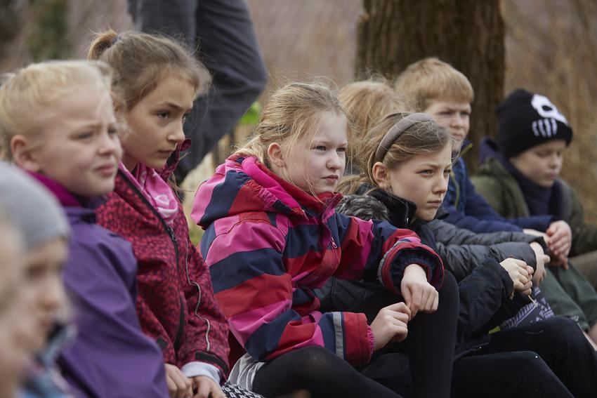 Opmærksomme børn ved udendørs undervisning